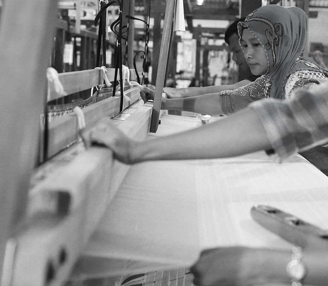 artisanal weaving indonesia